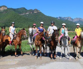 Excursión a caballo por la Vall d'en Bas